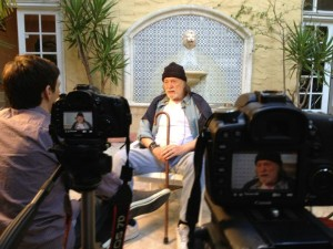 Actor Tomas Milian being interviewed by Ozzy Inguanzo for The Big Gundown Blu-ray/DVD extras